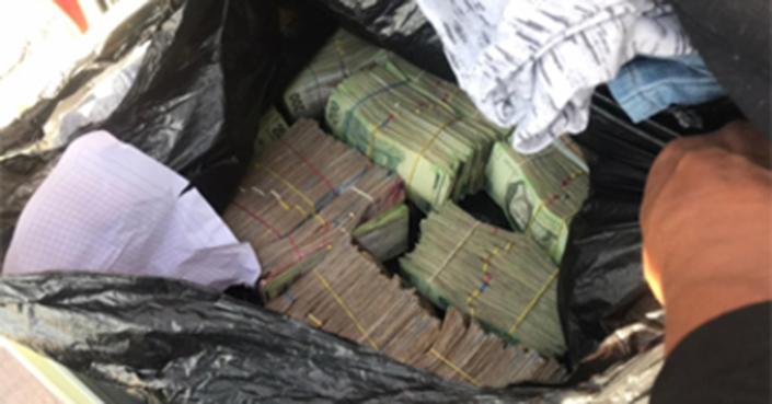 Arrestan a una persona con alrededor de dos millones de pesos en efectivo