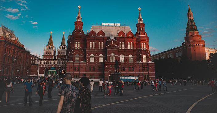 Confirmados de COVID-19 suben rápidamente en Rusia